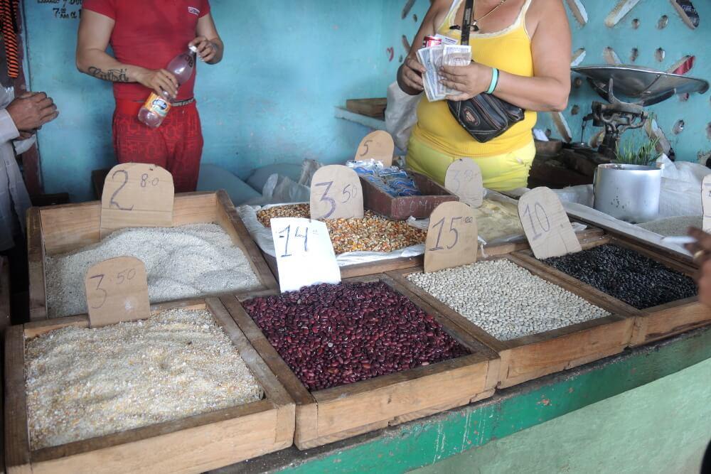 Kuba Bauernmarkt - Bezahlen mit kubanischen Peso CUP